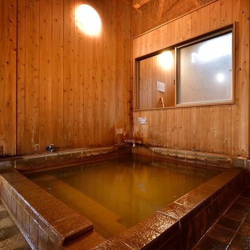 【大浴場】木の温もりにも癒されます。