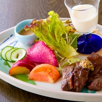 【ご夕食一例】柔らかな和牛ステーキも人気です。