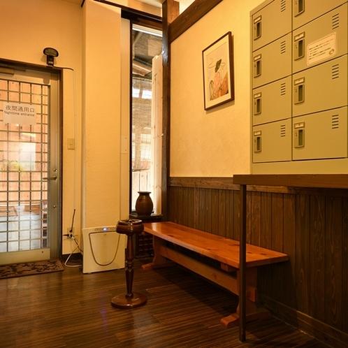 【喫煙コーナー】1階にご用意しています。※全客室は禁煙