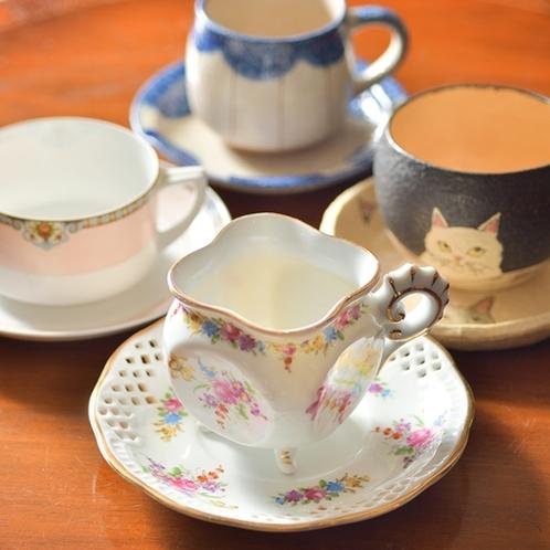 【ラウンジ】好みのカップを選んでゆったりティータイム♪