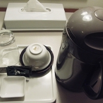 ◆客室のお茶セット◆設置場所はデスク下、もしくは部屋タイプにより異なります。