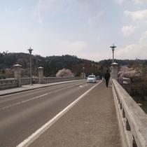 仙台の清流・広瀬川にかかるレトロな大橋