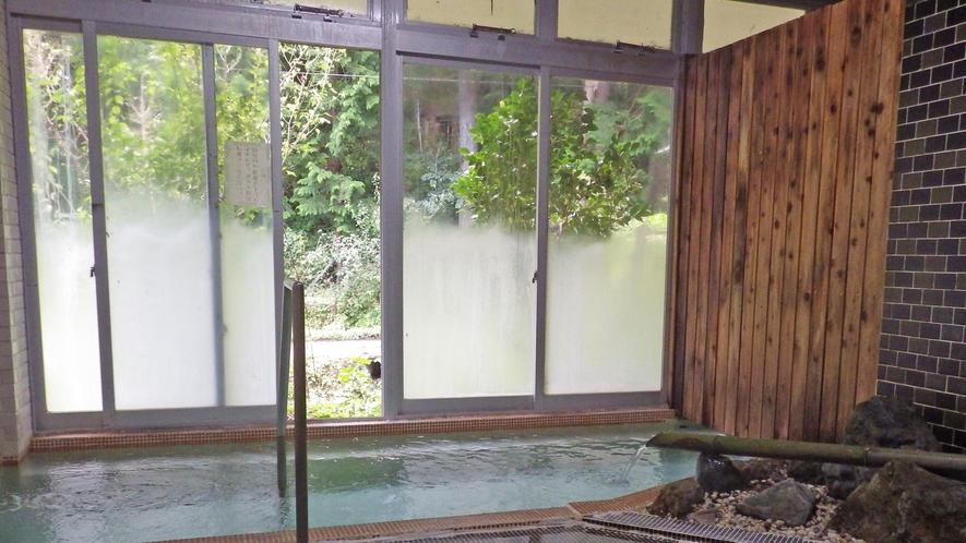 *大浴場/川沿いにある男女別の大浴場。ハイドロマッサーというジェット水流が温浴効果を高めてくれます!
