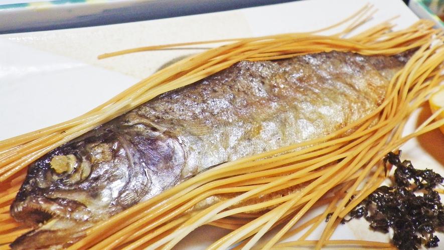 *当館名物「虹鱒のそうめん揚げ」!お客様にご好評を頂いている、当館オリジナルの料理です♪