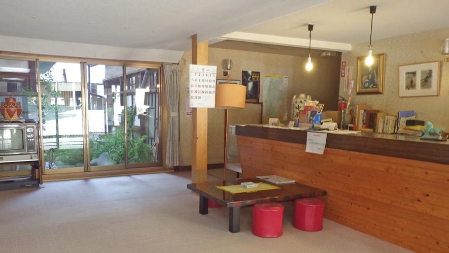 *玄関・ロビー/いらっしゃいませ♪昭和の風情が残る温泉旅館でのんびりとお過ごしください。
