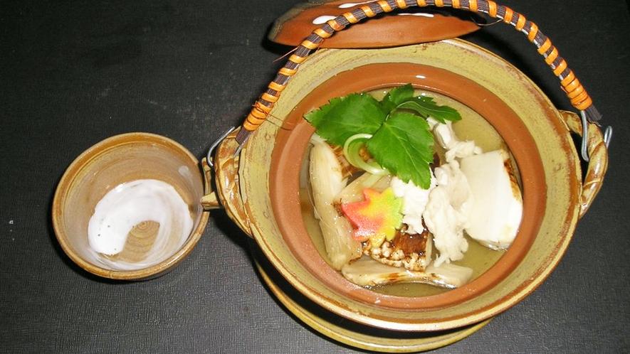 *料理一例【秋】/松茸の土瓶蒸し♪秋ならではの里山の楽しみを満喫。