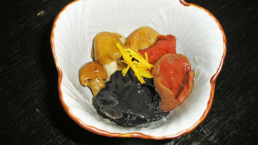 *料理一例【秋】/秋を代表する味覚、きのこ!周辺の山で採れた新鮮な素材を使ってお料理します。