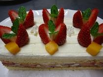 季節のフルーツを使ったオリジナルケーキは1,500円〜