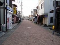 早朝の旧軽銀座(宿から車10分、自転車約18分)
