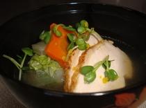 元旦のお雑煮一例「冬野菜と地鶏を使って柚子の香り」