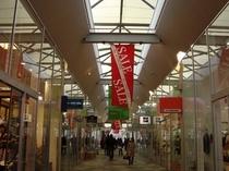 軽井沢プリンスショッピングプラザ(宿から車3〜4分・徒歩約15分)