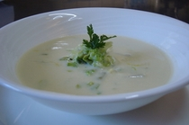 セロリーと白菜の熱々クリームスープ