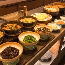 朝食ブッフェは和食です
