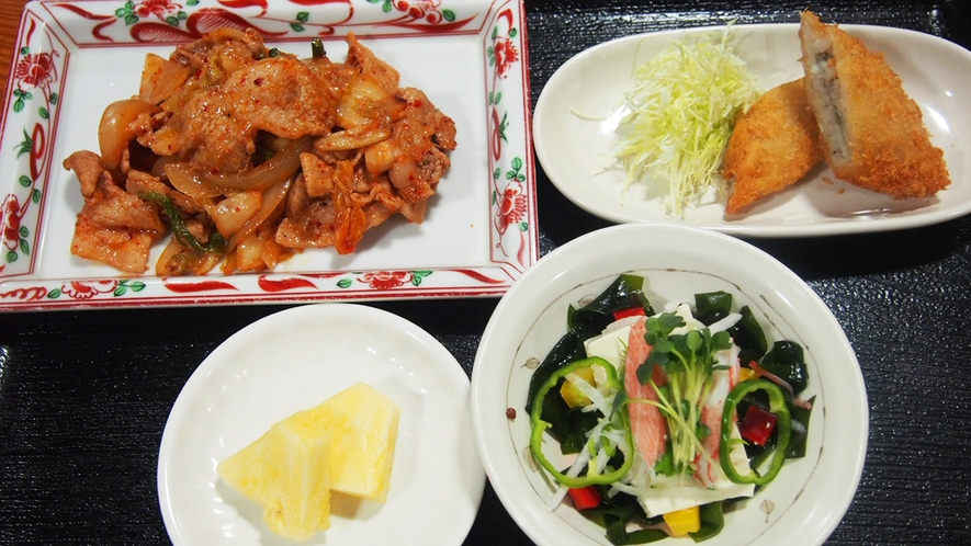 夕食(豚キムチ炒め)
