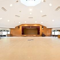 *[焼走りホール]コンサートや会議等、様々な催事に対応できる大型ホール。