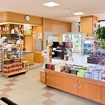 *[日帰り温泉館焼走りの湯/売店]飲み物やスナック類の他、お土産品も揃います。