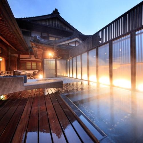 客室露天風呂(本殿 光の間)