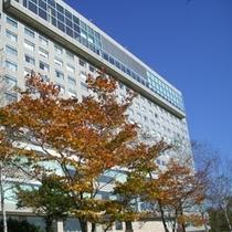 ホテル外観(秋)