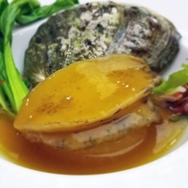 〈中華〉低温料理による鮑の柔らか煮込み 上湯ソース