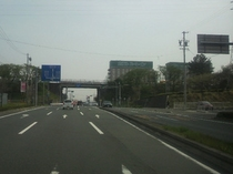 県道を直進