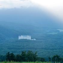 日光と靄が生み出す自然の奇跡…! 佐々木俊江様撮影