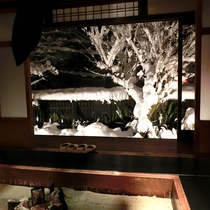 【冬】囲炉裏部屋から見える雪景色。