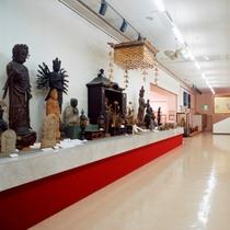 鳥取の医師、渡辺先生が収集した古美術品が並ぶ『渡辺美術館』