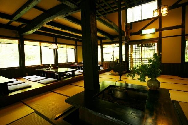 桜清水茶屋 内装 くつろぎの空間