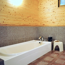 *【バスルーム】160cm仕様のバスタブは、ゆったりと足を伸ばしてリラックスいただける広さです。