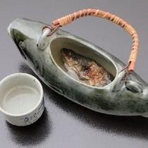 当館大人気の一品「岩魚の骨酒」アツアツの日本酒で