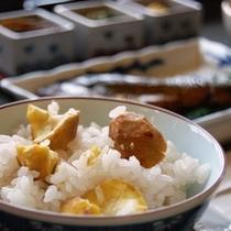 秋限定(栗ごはん)朝食ご飯で。