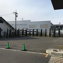 正面平面駐車場
