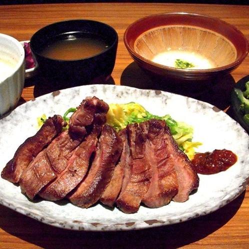 ★牛タンとろろ定食★ こちらの夕食付きプランをご用意しております