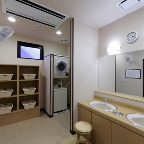 女性用大浴場脱衣所(コインランドリー1台)