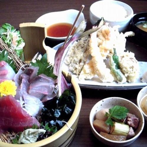 ★刺身三種盛り御膳★ こちらの夕食付きプランをご用意しております