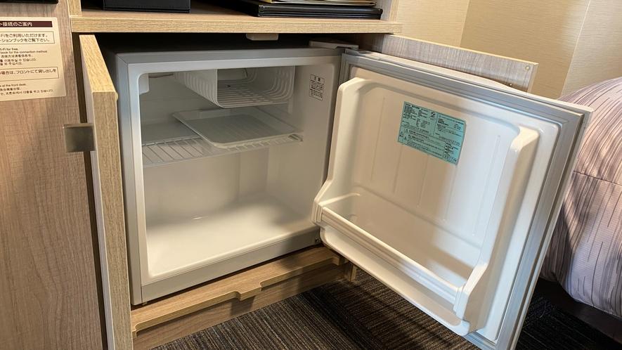 客室内冷蔵庫(空)
