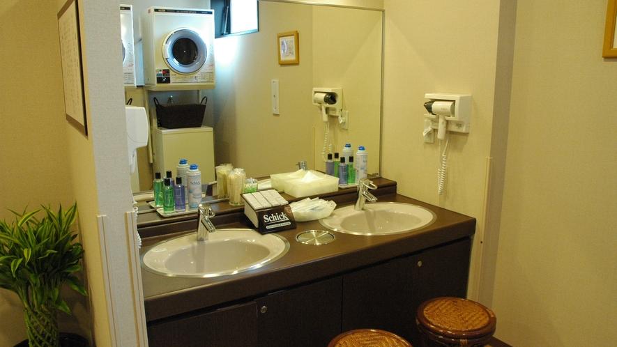 男性大浴場内洗面所