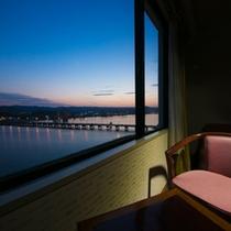 【客室からの風景】洋室川側からの眺め(一例)