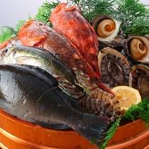 生簀の中から魚介類たちをお選びいただけます!