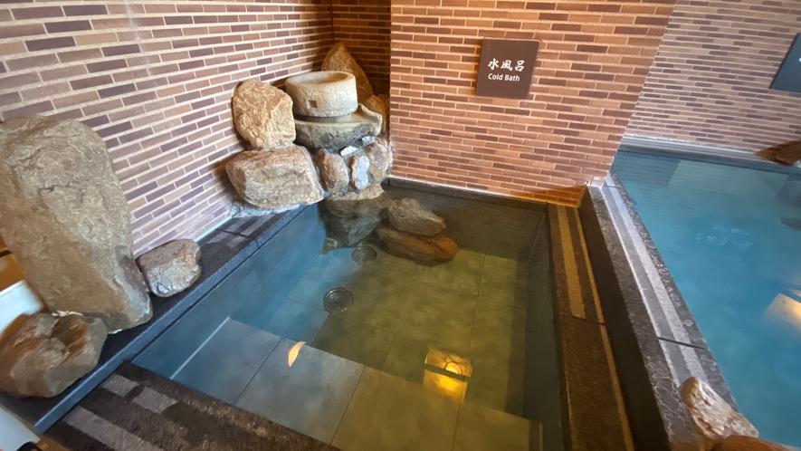 【男子】水風呂(水温:16~17℃)