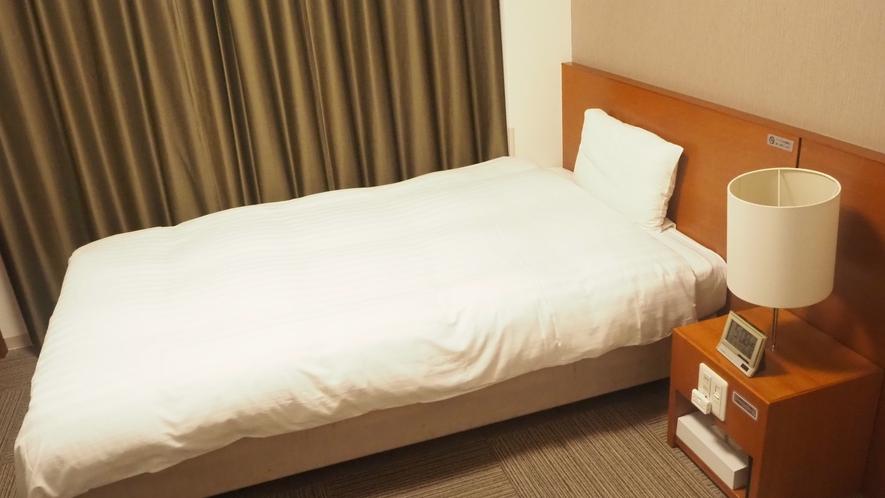 エコノミールーム【禁煙・喫煙】シモンズ社製ベッド(120×195センチ) 約14.5平米