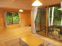 新B棟はリビングと寝室が大きな解放口でつなげて利用できます。引き戸で完全に仕切ることも出来ます。