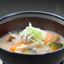*【夕食一例】山梨の郷土料理「ほうとう鍋」。かぼちゃ・にんじんなど野菜もたっぷりで旨み凝縮♪