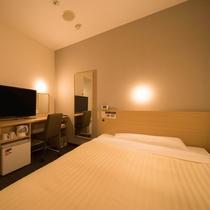 (夜)眠りを追及した140cm幅のワイドベッドと適度な硬さのマットでぐっすり