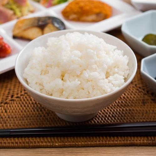 お米は青森県産・農薬を半分以下に抑えた「特別栽培米」うまみが強く、冷やしてもおいしい食味が魅力です