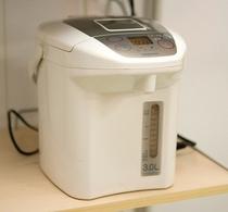 【ポット】2F自販機コーナーに設置 カップ麺にご利用くださいませ。