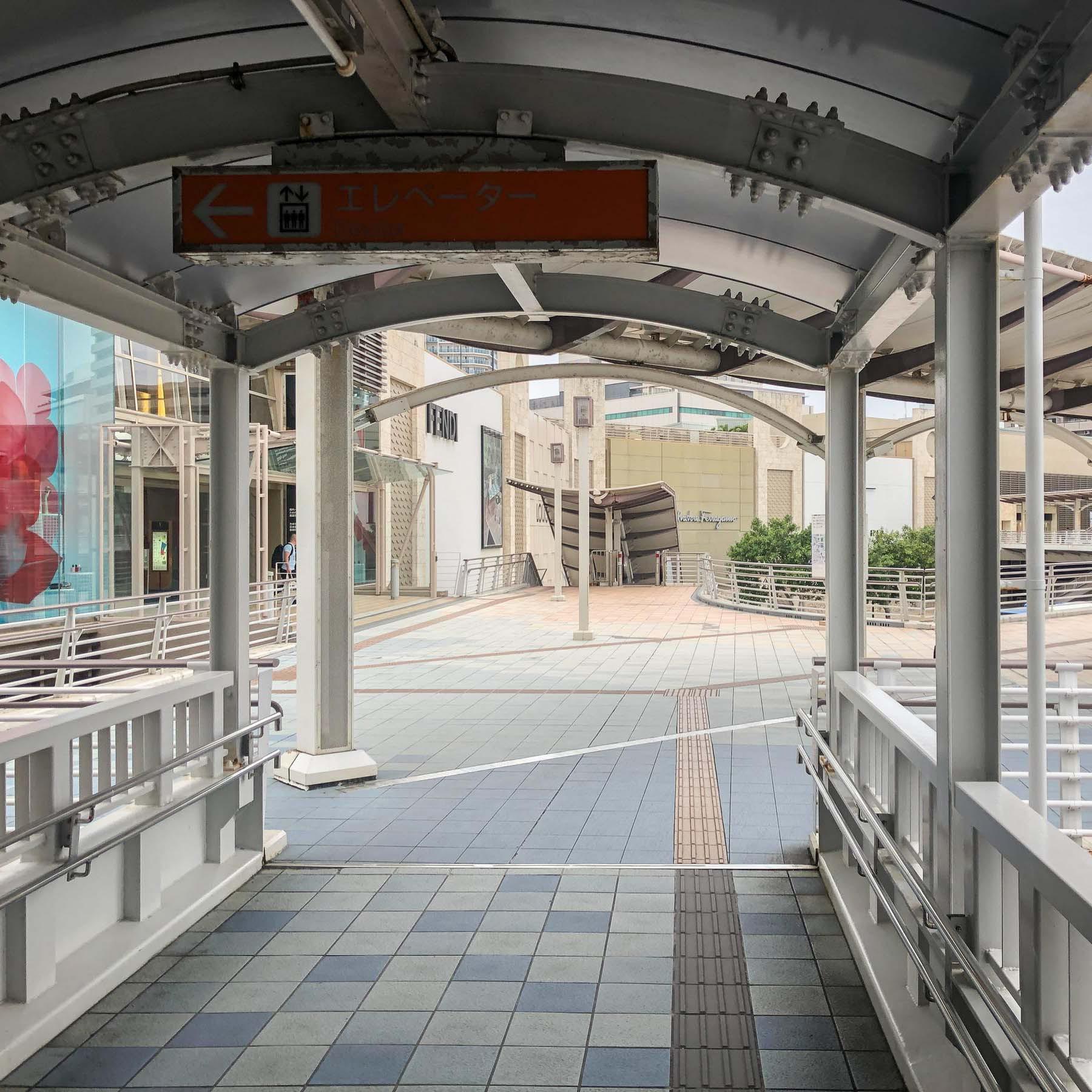 【おもろまち駅からの道(2)】分岐点を右へ