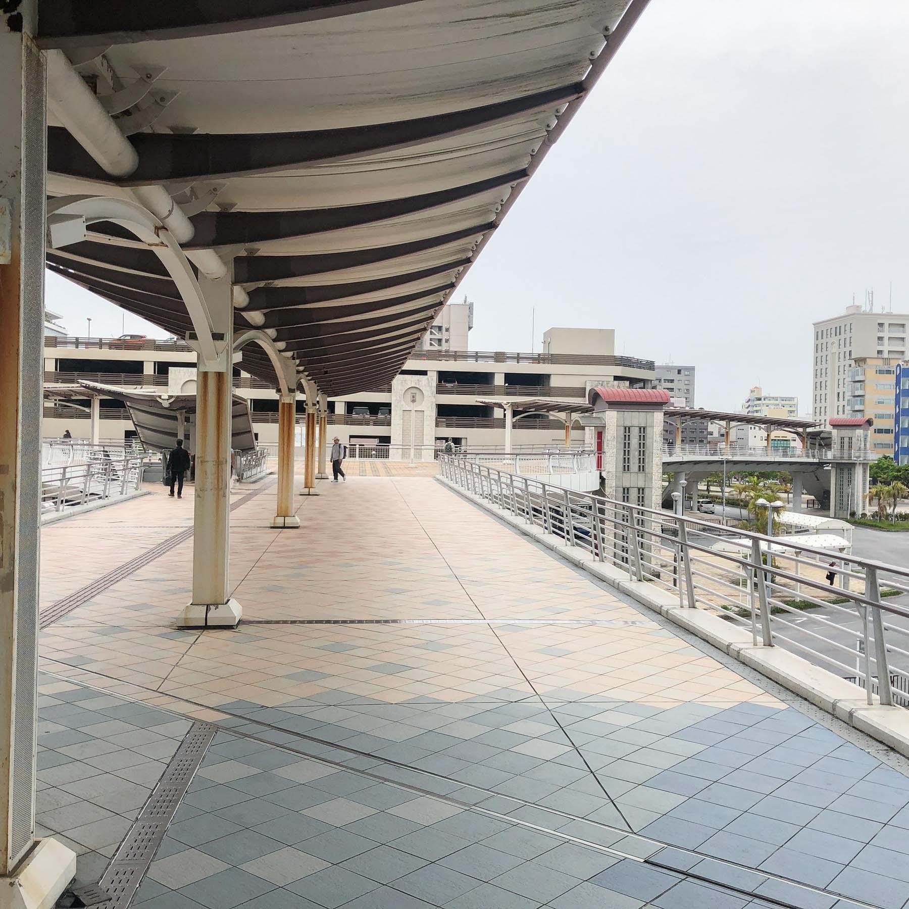 【おもろまち駅からの道(3)】まっすぐ進みます