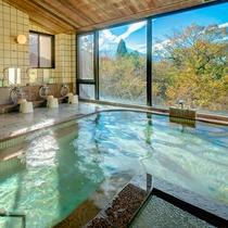 富士山を眺めながら浸かれる大浴場。
