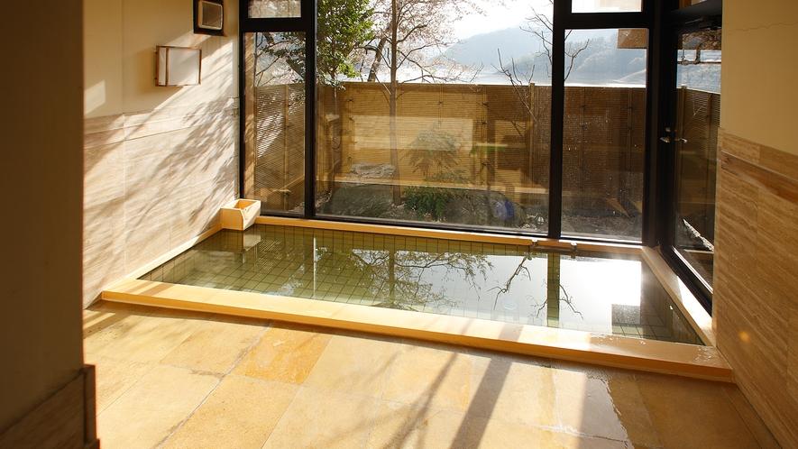 2階 女湯(冬桜)